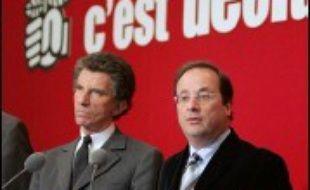 Le nombre d'adhérents au PS a dépassé les 200.000, pour la première fois dans l'histoire de ce parti, a annoncé jeudi son premier secrétaire François Hollande.