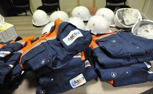 Des tenues d'ouvriers de l'aciérie de Saint-Saulve (Nord).