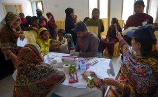 Tests de dépistage du VIH le 9 mai 2019 à Rato Dero dans la province du Sindh au Pakistan.