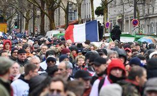 Paris, le 27 janvier 2019. Des militants défilent contre la violence de certains «gilets jaunes ».