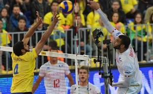 France's  Earvin Ngapeth (R) spikes the ball to Brazil's Wallace (L) during their World League 2017 volleyball final match in Curitiba, Brazil on July 08, 2017.