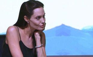 Angelina Jolie en demande beaucoup à son grand-frère