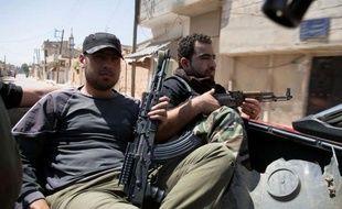 """Les autorités et l'opposition syriennes se sont mutuellement accusées dimanche d'être derrière la multiplication d'attentats à la bombe à Damas et à Alep, à la veille d'élections législatives censées donner une légitimité au régime mais qualifiées de """"mascarade"""" par la rébellion."""