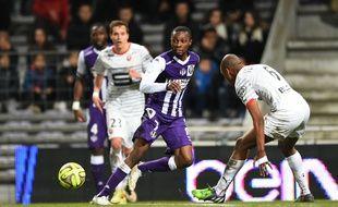 Le défenseur du TFC Jean-Daniel Akpa Akpro lors du match de Ligue 1 entre Toulouse et Rennes, le 14 février 2015.