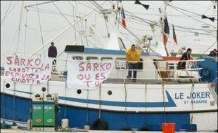 Les pêcheurs d'anchois des Pays de la Loire continuaient lundi à bloquer les ports de plaisance de Pornichet-La Baule et de Saint-Gilles-Croix-de-Vie pour protester contre une nouvelle fermeture de la pêche dans le Golfe de Gascogne, a-t-on appris auprès des pêcheurs.