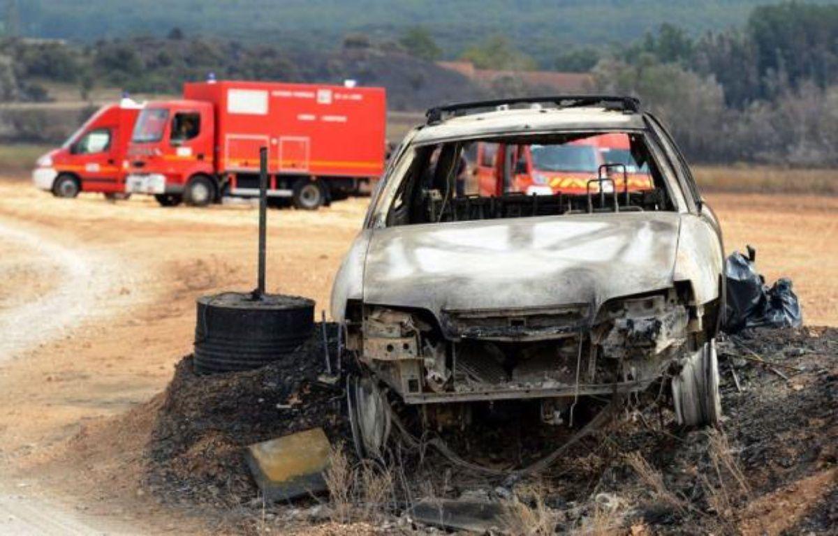 """Le mineur de 14 ans, qui a reconnu être à l'origine de l'incendie qui a brûlé plus de 400 hectares dimanche autour d'Orgon (Bouches-du-Rhône), a été mis en examen mardi pour """"destruction volontaire par incendie"""" et écroué. – Gerard Julien afp.com"""