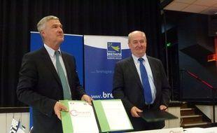 Patrick Strzoda, préfet de région, et Pierrick Massiot, président de région, ont paraphé ce lundi le contrat de plan 2015-2020.