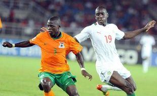 Le Sénégal, grand favori du groupe A de la Coupe d'Afrique des nations, s'est fait battre d'entrée par la Zambie (2-1), quelques heures après la victoire surprise de la Guinée équatoriale, devant son public, face à la Libye (1-0) en match d'ouverture samedi à Bata.