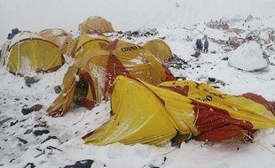 Le camp de base de l'Everest après le violent séisme du 25 avril 2015.