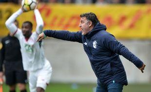 Christophe Galtier, le nouvel entraîneur du LOSC, donne ses consignes  / AFP PHOTO / JEAN-FRANCOIS MONIER