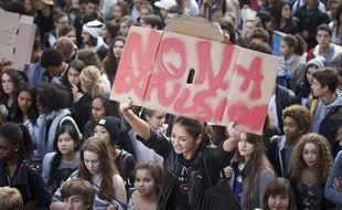Manifestation des lycéens contre les expulsions de Leonarda et Khatchik à Paris le 17 octobre 2013.