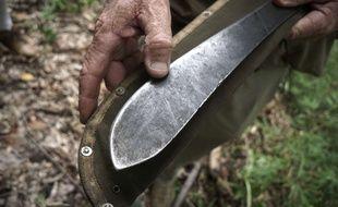 Agressé à la machette, la victime a dû se faire poser une dizaine de points de suture à la gorge. Illustration.