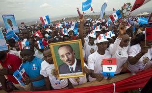 Des sympathisants du parti présidentiel FPR assistent à un meeting de Paul Kagame, le 2 août 2017, à Kigali (Rwanda).