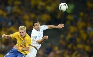 Le défenseur français Adil Rami (en blanc) lors de la défaite des Bleus contre la Suède à l'Euro, le 19 juin 2012 à Kiev.