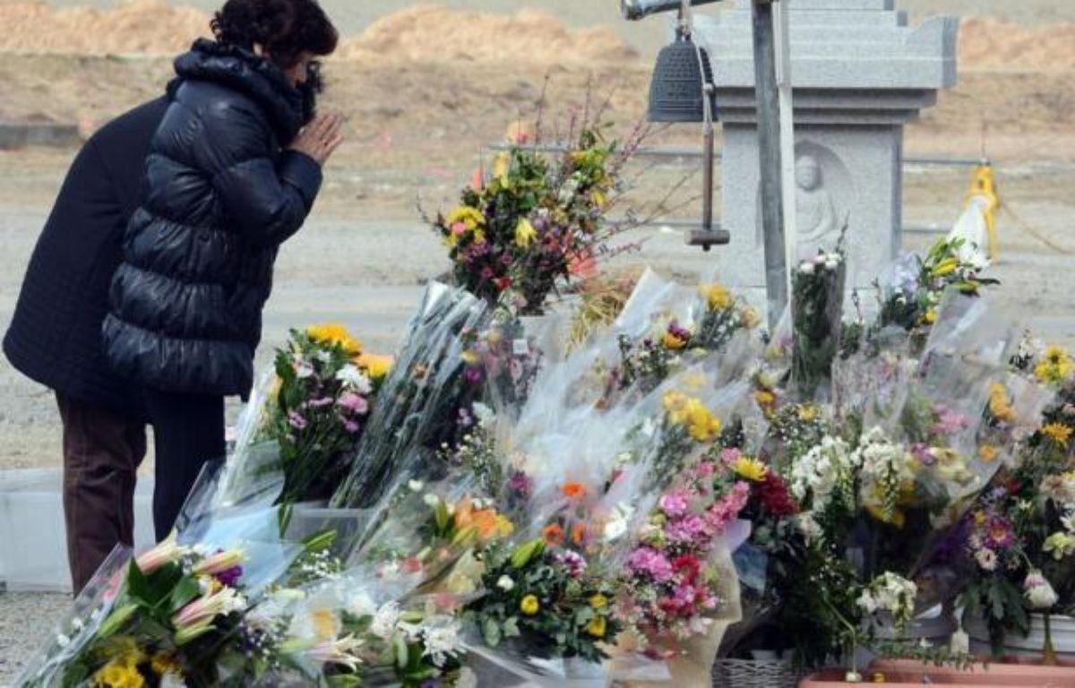 Le Japon va se figer lundi après-midi à 14H46 locales en souvenir du séisme et du tsunami meurtriers dans le nord-est du pays qui, le 11 mars 2011, ont emporté près de 19.000 vies et provoqué une catastrophe nucléaire sans précédent depuis un quart de siècle. – Toshifumi Kitamura AFP