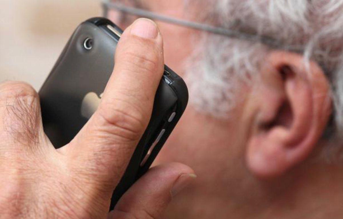 Illustration sur la nocivité des téléphones portables sur la santé.  – CLOSON DENIS/ISOPIX/SIPA