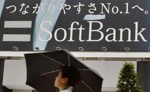 """Le PDG du groupe japonais SoftBank, Masayoshi Son, a dit vendredi vouloir que sa société de télécommunications """"devienne un jour le numéro un mondial"""", ajoutant même que ce n'était """"pas un but, mais un point de départ""""."""