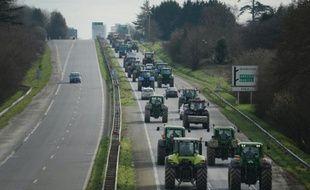 Des agriculteurs en colère bloquent la rocade menant à Rennes, le 17 février 2016