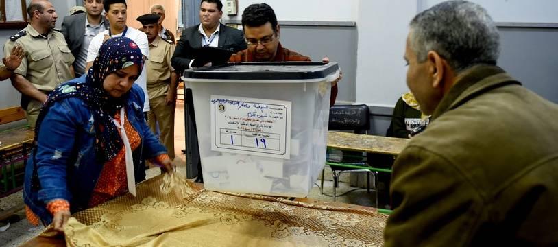 Les Egyptiens ont voté favorablement à la révision constitutionnelle qui pourrait permettre à Al-Sissi de prolonger sa présidence.
