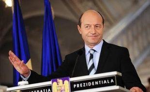 """S'il a admis qu'il était difficile de trouver au sein du PDL un """"équivalent"""" à M. Stolojan, M. Basescu a défendu son choix d'Emil Boc par la nécessité de voir un nouveau gouvernement installé avant Noël, comme il l'a toujours prôné, alors que la Roumanie a besoin rapidement d'un budget pour 2009."""