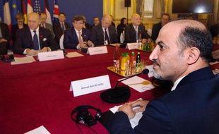Le président de la Coalition de l'opposition syrienne Ahmad Jarba face à Laurent Fabius, le 12 janvier 2014 au quai d'Orsay à Paris