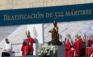 La béatification dimanche en Espagne de plus de 500 religieux, pour beaucoup morts pendant la guerre civile aux mains de miliciens républicains, a provoqué l'indignation des victimes du franquisme dans un pays qui peine à faire la lumière sur les exactions commises à cette époque.