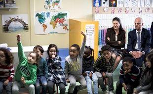 Agnès Buzyn et Jean-Michel Blanquer visitent une classe maternelle en mars 2018.