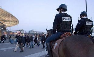Les cavaliers de la brigade équestre de Seine-Saint-Denis sécurisent la sortie des lycées, les abords du Stade de France, les parcs et les quartiers sensibles du département.