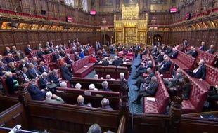 La Chambre des Lords britanniques a adopté définitivement vendredi le texte de loi visant à bloquer une sortie du Royaume-Uni de l'Union européenne sans accord.