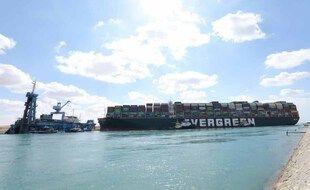 Le navire Evergreen bloque toujours le canal de Suez.