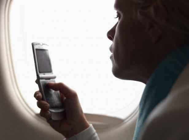 avion laisser son t l phone allum au d collage est il vraiment dangereux. Black Bedroom Furniture Sets. Home Design Ideas