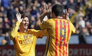 Lionel Messi et Luis Suarez se félicitent après un but lors du match contre Levante le 7 février 2016.