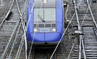 La direction de la SNCF en Midi-Pyrénées, qui fait face à une grève des conducteurs de train le lundi depuis le 26 novembre, prévoit une nouvelle amélioration du service des trains express régionaux (TER) ce lundi avec environ 70% du trafic normal, complété par des cars de substitution.