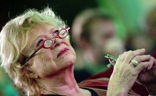 """Eva Joly, candidate EELV à l'Elysée, a refusé mercredi de dire si elle appellerait à voter pour François Hollande au second tour de la présidentielle, même si elle assure qu'elle """"ne se trompe pas d'ennemi"""" et veut empêcher un deuxième mandat de Nicolas Sarkozy."""