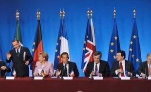 Après avoir réagi en ordre dispersé face à la crise financière, les ministres européens des Finances vont tenter d'afficher un front commun lundi et mardi, dans le sillage du sommet des quatre pays de l'UE membres du G8 (France, Italie, Allemagne, Royaume-Uni) tenu samedi à Paris.
