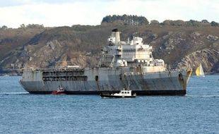 """Le navire-école de la Marine, la """"Jeanne d'Arc"""", quitte la base navale de Brest, le 11 octobre 2014"""