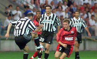 Zinédine Zidane, ici en 1999 lors d'une finale de Coupe Intertoto face au Stade Rennais, au stade de la Route de Lorient.