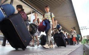 L'Agence nationale pour les chèques-vacances (ANCV) devrait permettre à 80.000 personnes aux revenus modestes, dont 10.000 personnes âgées, de partir en vacances cette année, a-t-on appris mercredi auprès de l'agence.