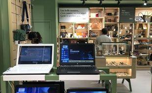 Intérieur du magasin Everso à Paris.