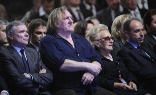 """Une vingtaine d'artistes et d'intellectuels, dont Gérard Depardieu, Charles Aznavour ou Jean d'Ormesson, ont appelé vendredi à voter le 6 mai pour Nicolas Sarkozy au nom de la """"vérité"""" en dénonçant les """"outrances"""" des médias qui en ont fait un """"ennemi à abattre""""."""