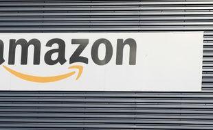 Un logo Amazon à Hemel Hempstead au Royaume-Uni le 25 novembre 2015.