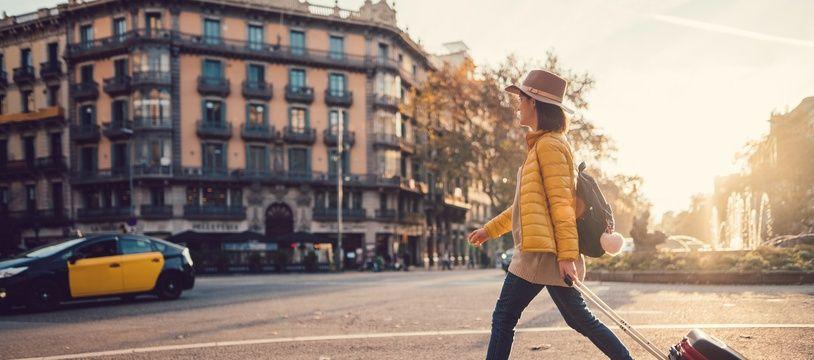 Partir en vacances en automne a ses avantages : moins de monde, des trajets souvent moins chers et des paysages aux couleurs magnifiques !