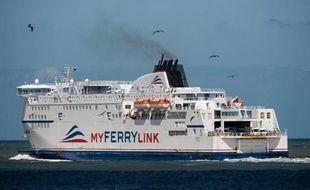 Un ferry de la compagnie My Ferry Link quitte le port de Calais le 8 juin 2015