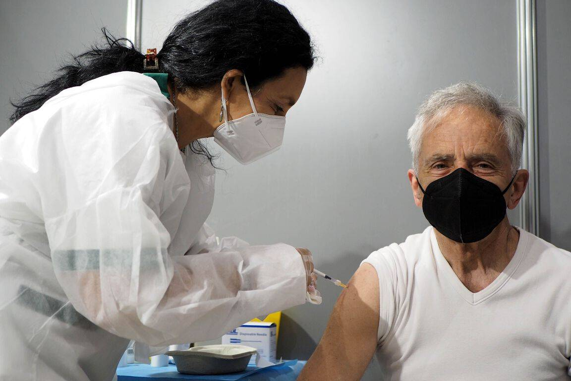 Coronavirus : Le vaccin réduit de 87% le risque d'être hospitalisé chez les plus de 75 ans, selon une étude