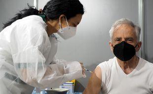La vaccination réduit de 87% le risque de formes graves de Covid-19 chez les plus de 75 ans