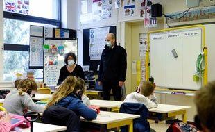 Jean-Michel Blanquer dans une classe de primaire à La Ferté-Milon, le 22 mars 2021.