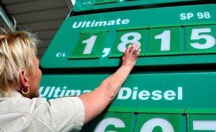 Plus d'un quart des possesseurs de véhicules motorisés (28%) déclarent qu'ils vont devoir changer de moyen de transport en raison du niveau actuel des prix du carburant, selon une étude réalisée par l'institut Opinionway pour le spécialiste du crédit à la consommation Sofinco.