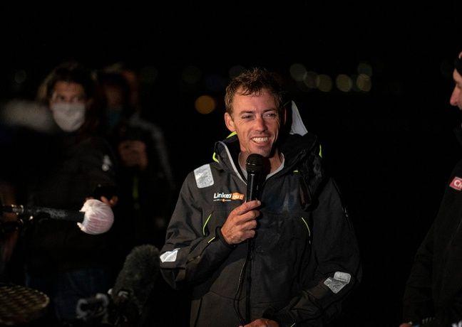 Thomas Ruyant, tout sourire, à son arrivée mardi soir.