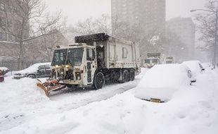 Un engin du service de propreté de New York dans le quartier de Chelsea, le 23 janvier 2016.