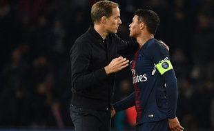 Tuchel félicite Thiago Silva après la victoire face à Lille début novembre.